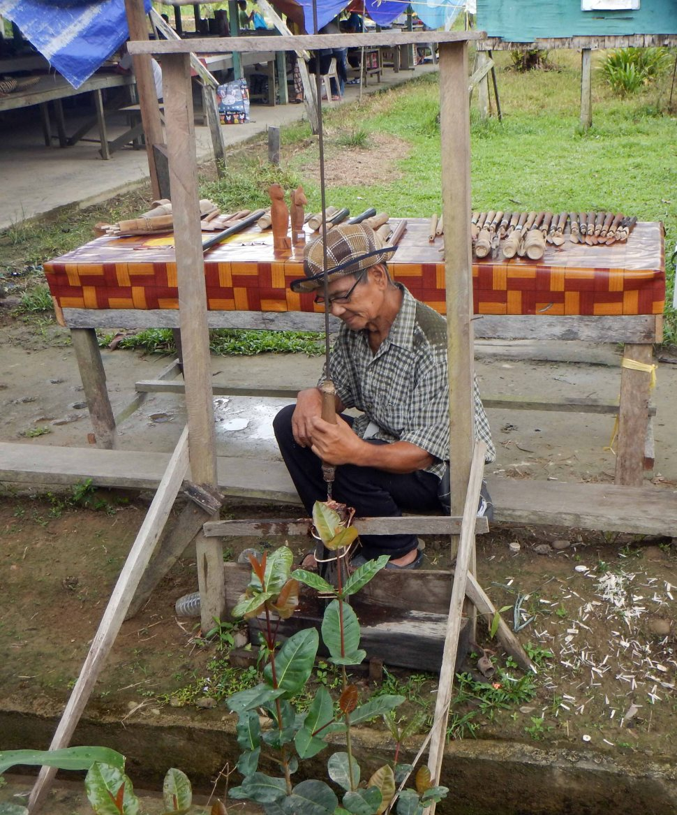 Making a Blowpipe, Gunung Mulu National Park