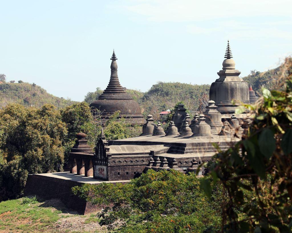 Shittaung Pagoda and Andaw Zedi, Mrauk U
