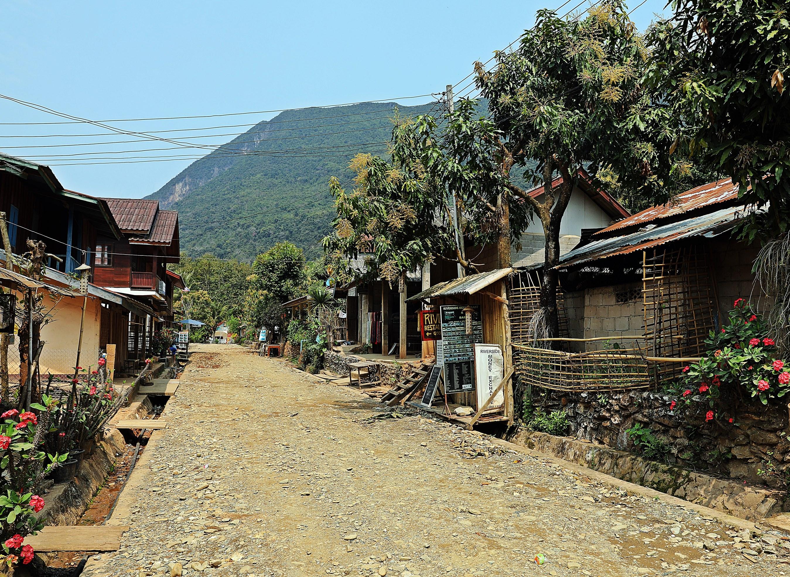 Main street, Muang Ngoi