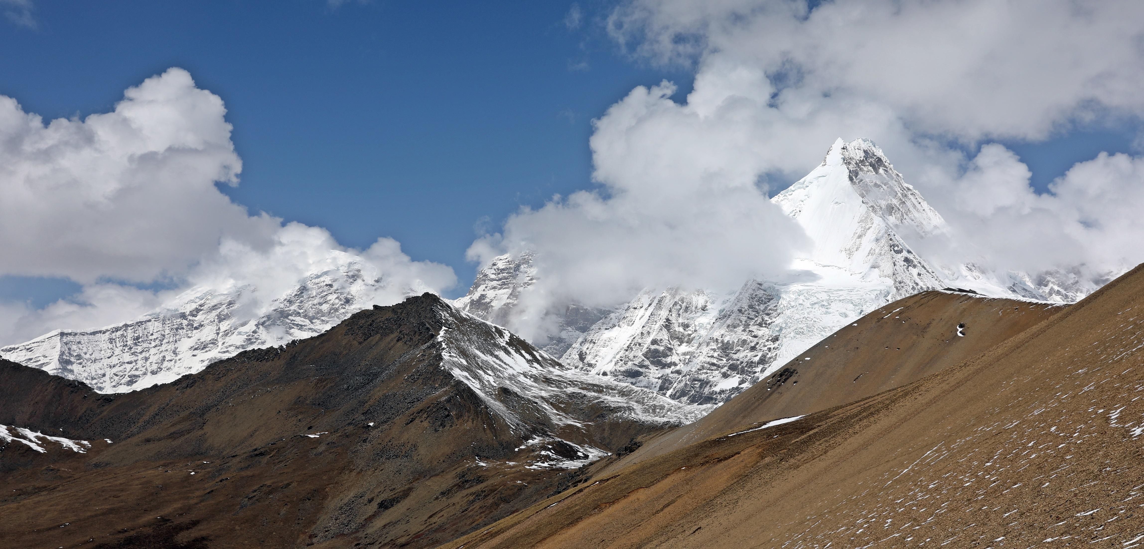 View from Nyili La (Pass)