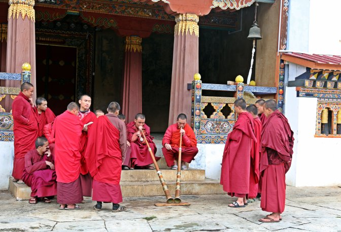Monks getting Dungchen lessons at Gangteng Monastery