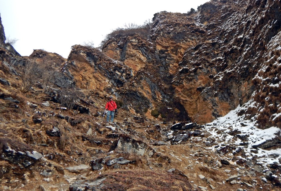 Descending a rocky gorge to Yaksa Camp