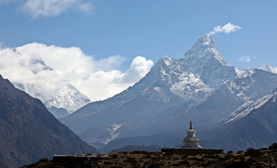 Chorten in front of Amadablam
