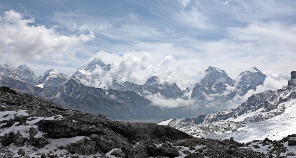 Everest and clouds below Rinja La (Pass)