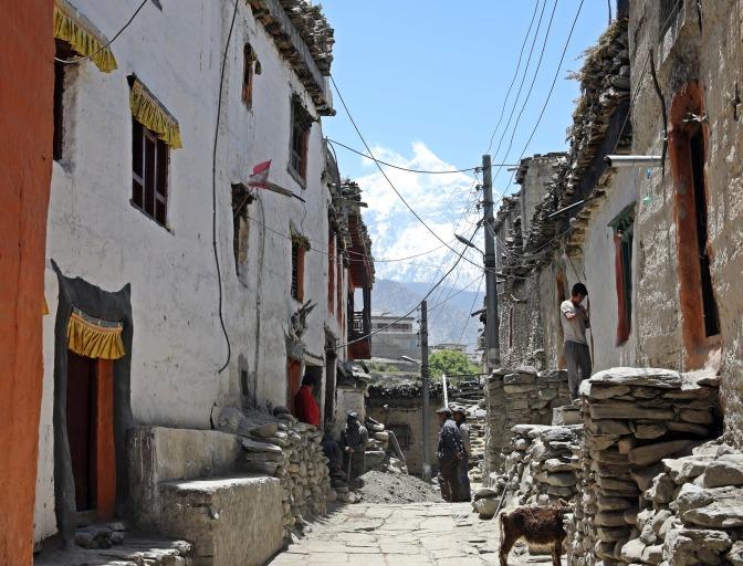 The narrow streets in Kagbeni