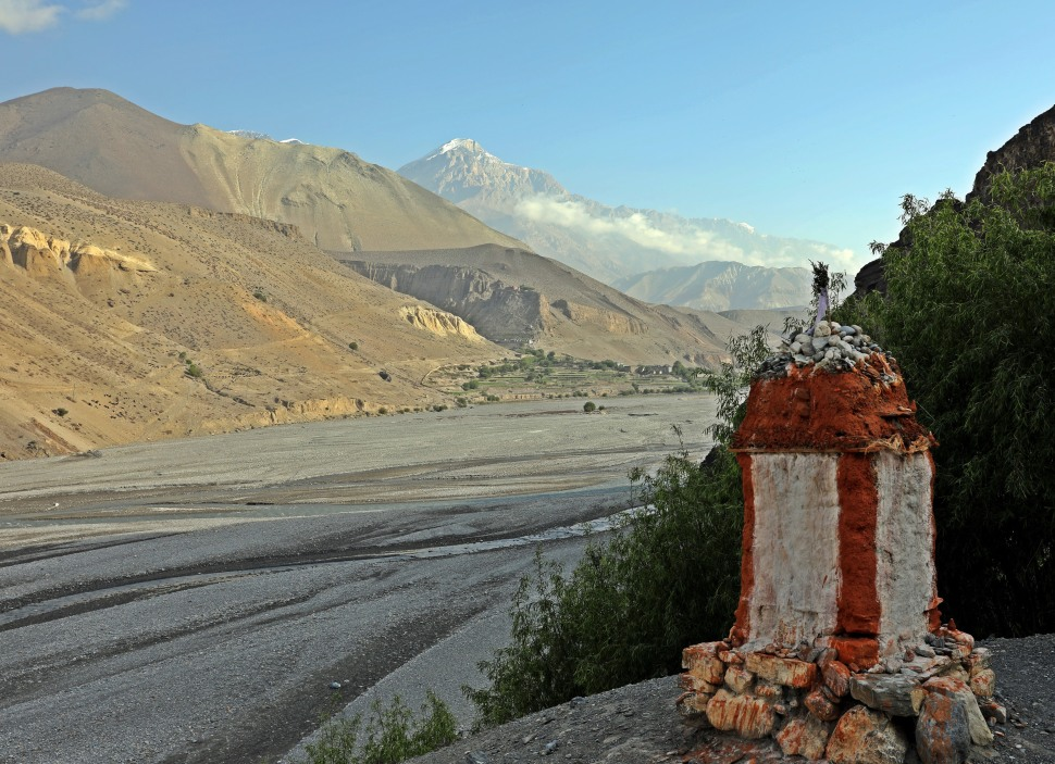 Buddhist chorten along the Kali Gandaki