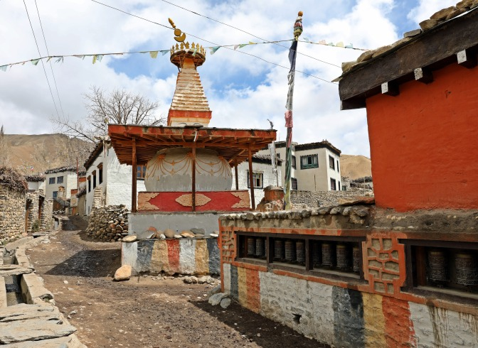 Buddhist structures in the village of Ghemi