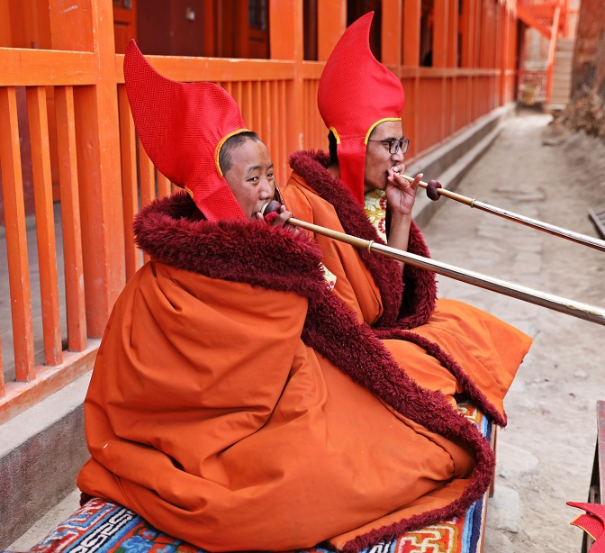 Dung chens accompanying the dancers at the Tiji Festival