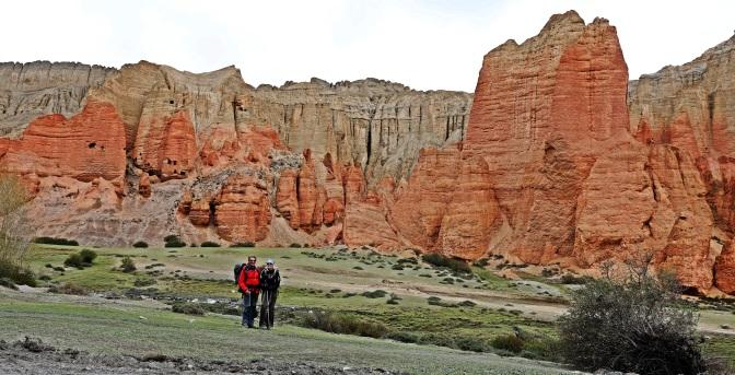 Red mountains below Ghar Gumba