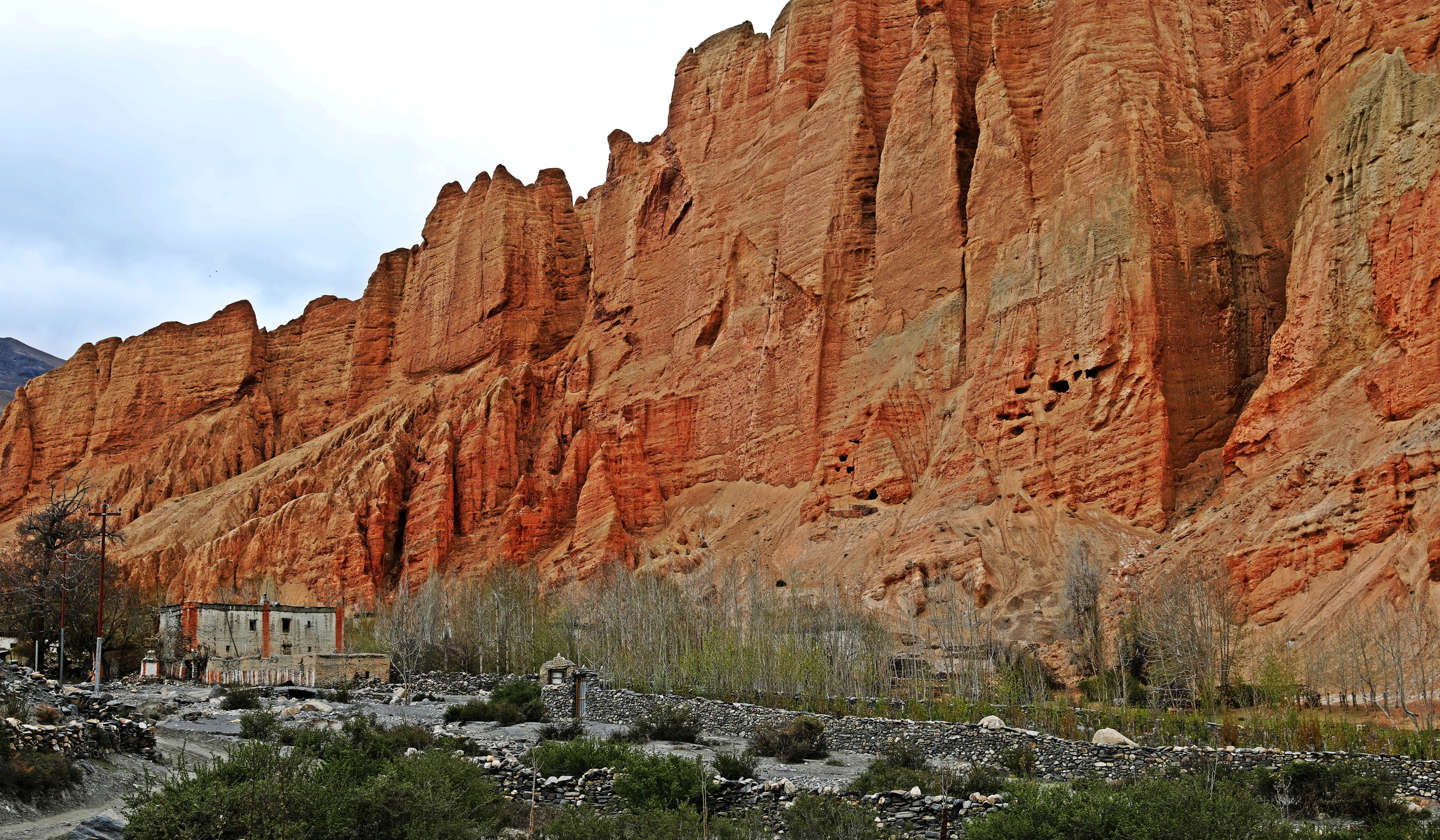 Red mountains at the village of Drakmar