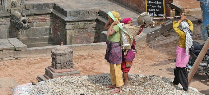 Unique shoveling technique in Taumadhi Square, Bhaktapur