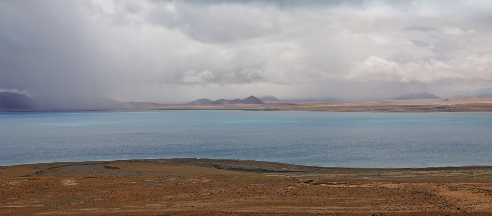 Lake on the way to Tingri