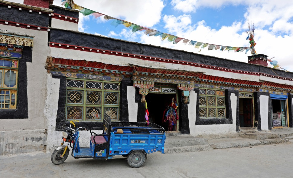 Tibetan-style buildings in Tingri