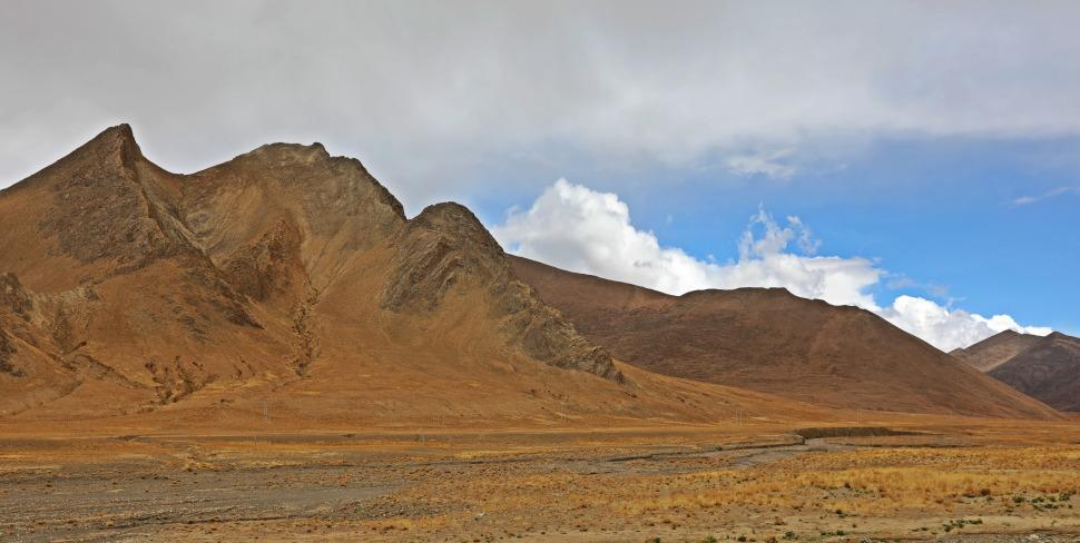 Arid landscape in Tibet