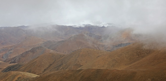 View of monsoon clouds over Everest from Gyatchu La Pass)