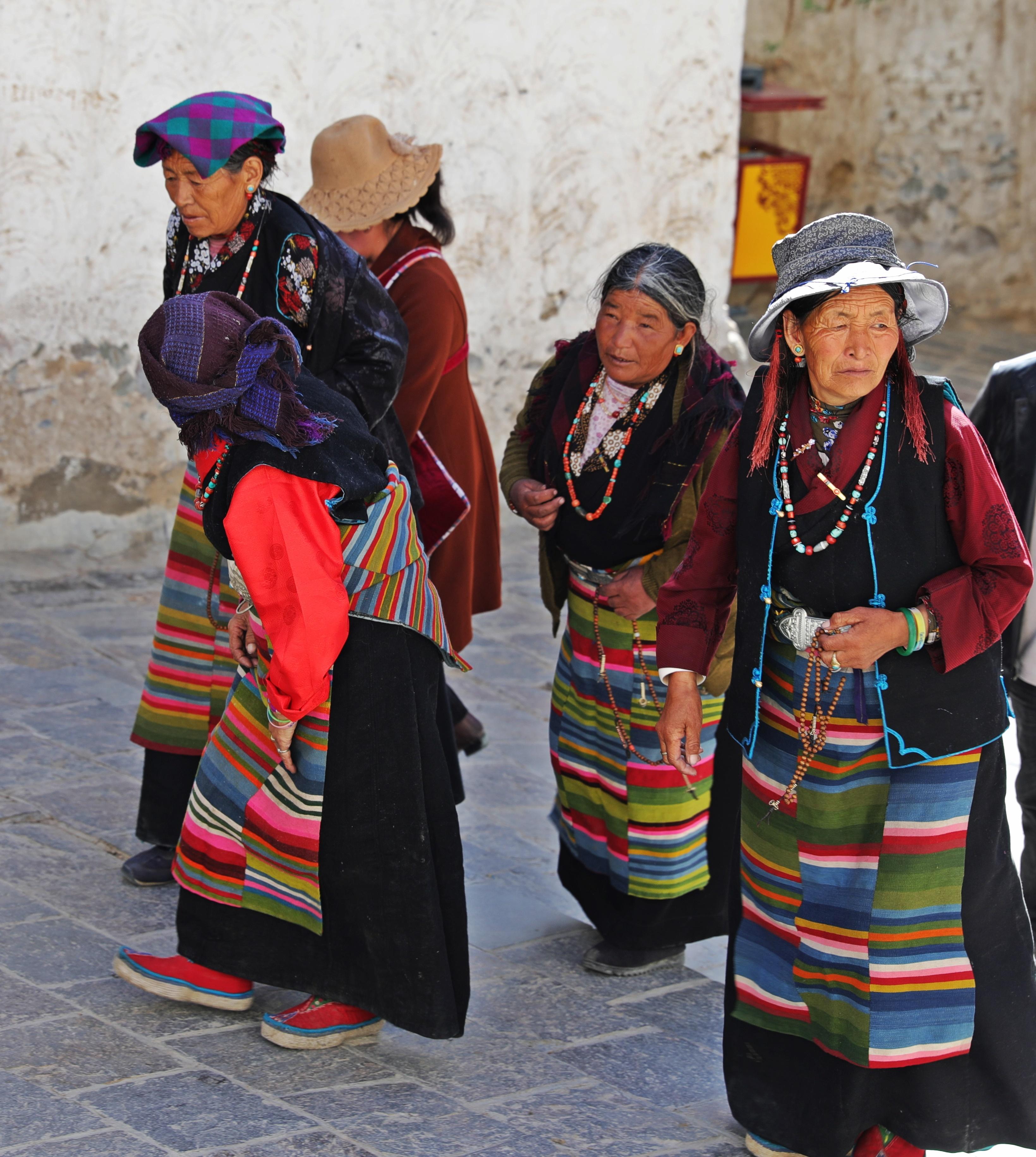 Pilgrims at Tashi Lhunpo Gompa