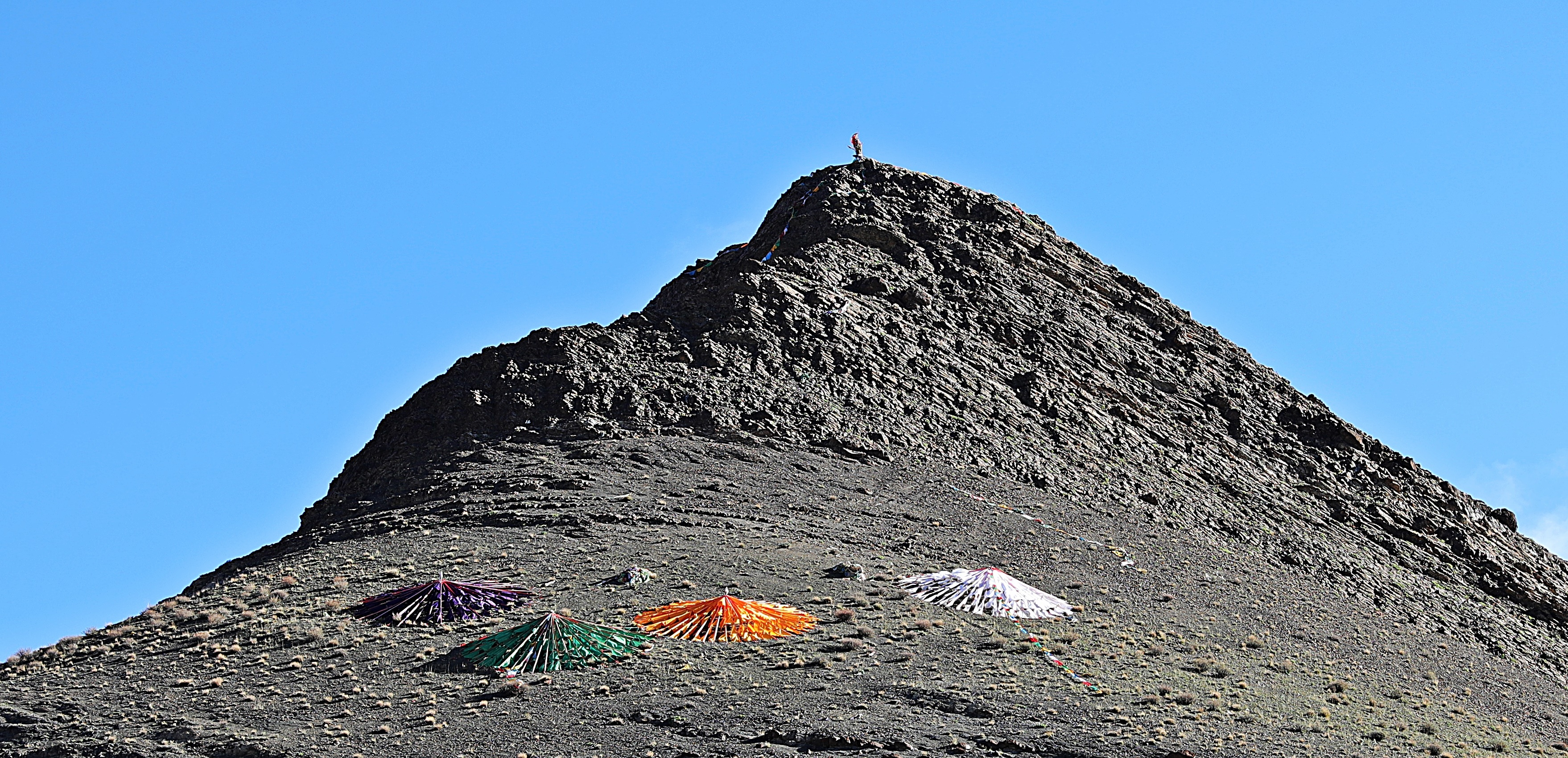 Prayer flags at Simi La (Pass)