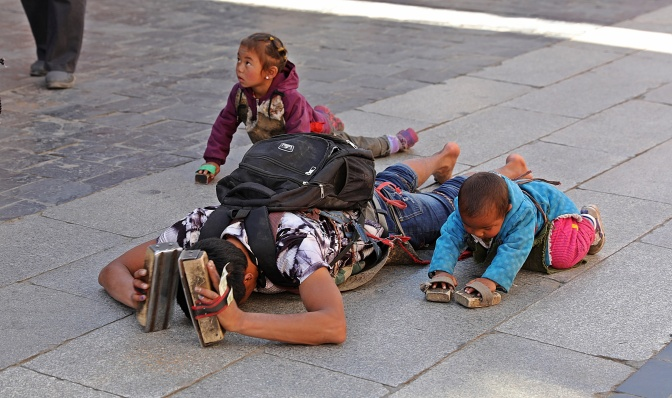 Pilgrims prostrating around Jokhang Temple