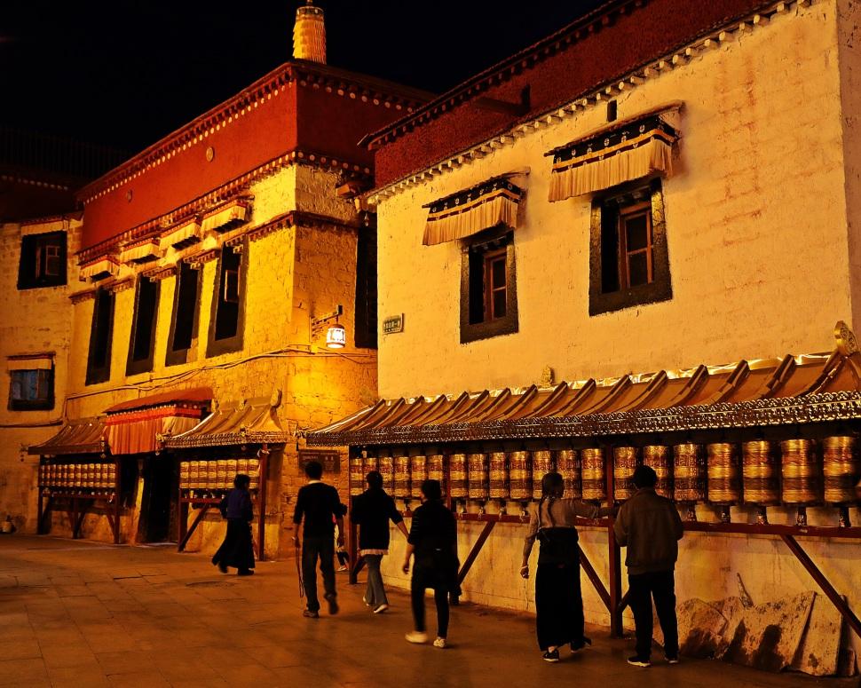 Barkhor Bazaar, Lhasa