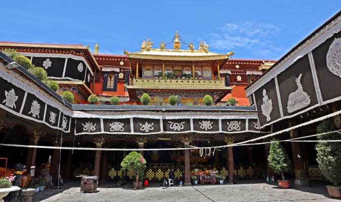 Courtyard of Jokhang Temple