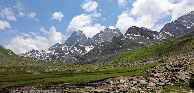 Mountains near Vishansar Lake