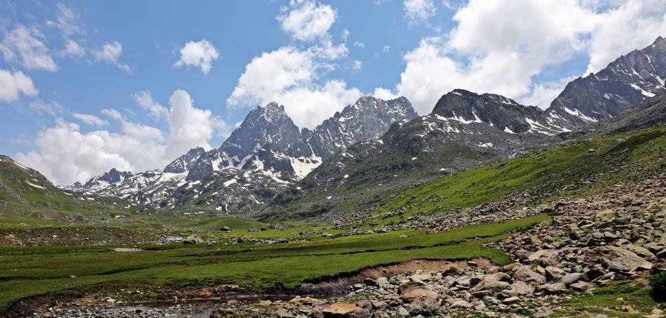 Mountains near Vishansar Lake