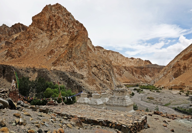Chortens in the Markha Valley