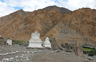 Chortens and fort above Markha village