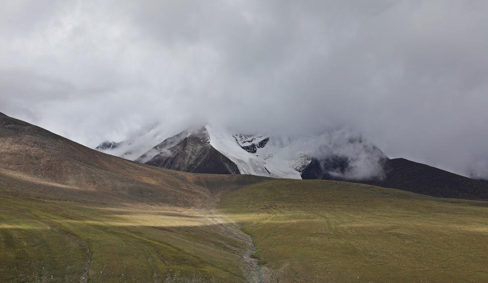Snowy peaks near Kongmaru La