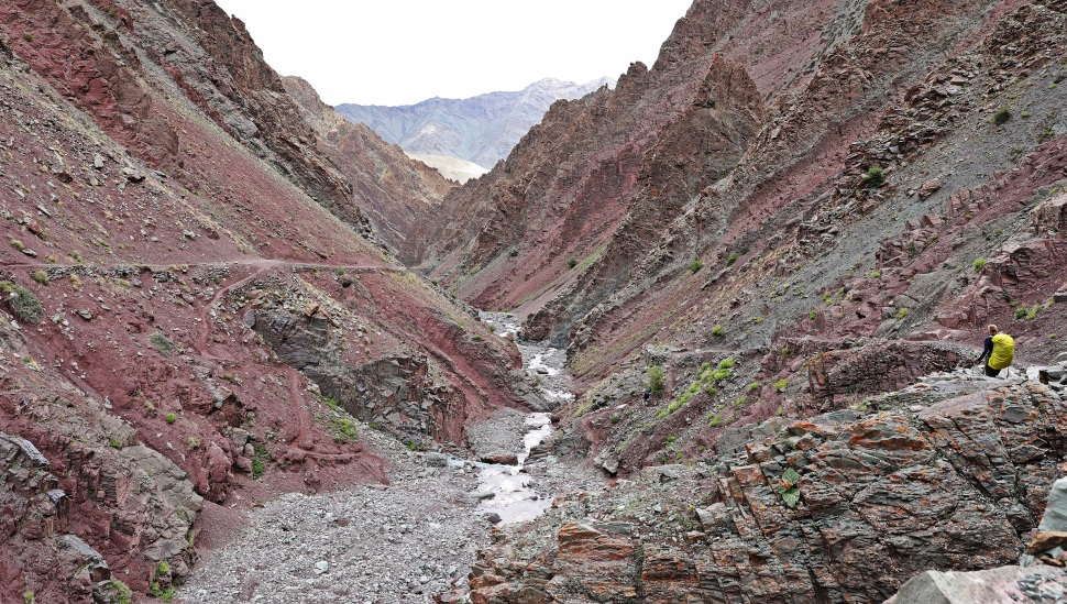 Colourful gorge on the Markha Valley trek