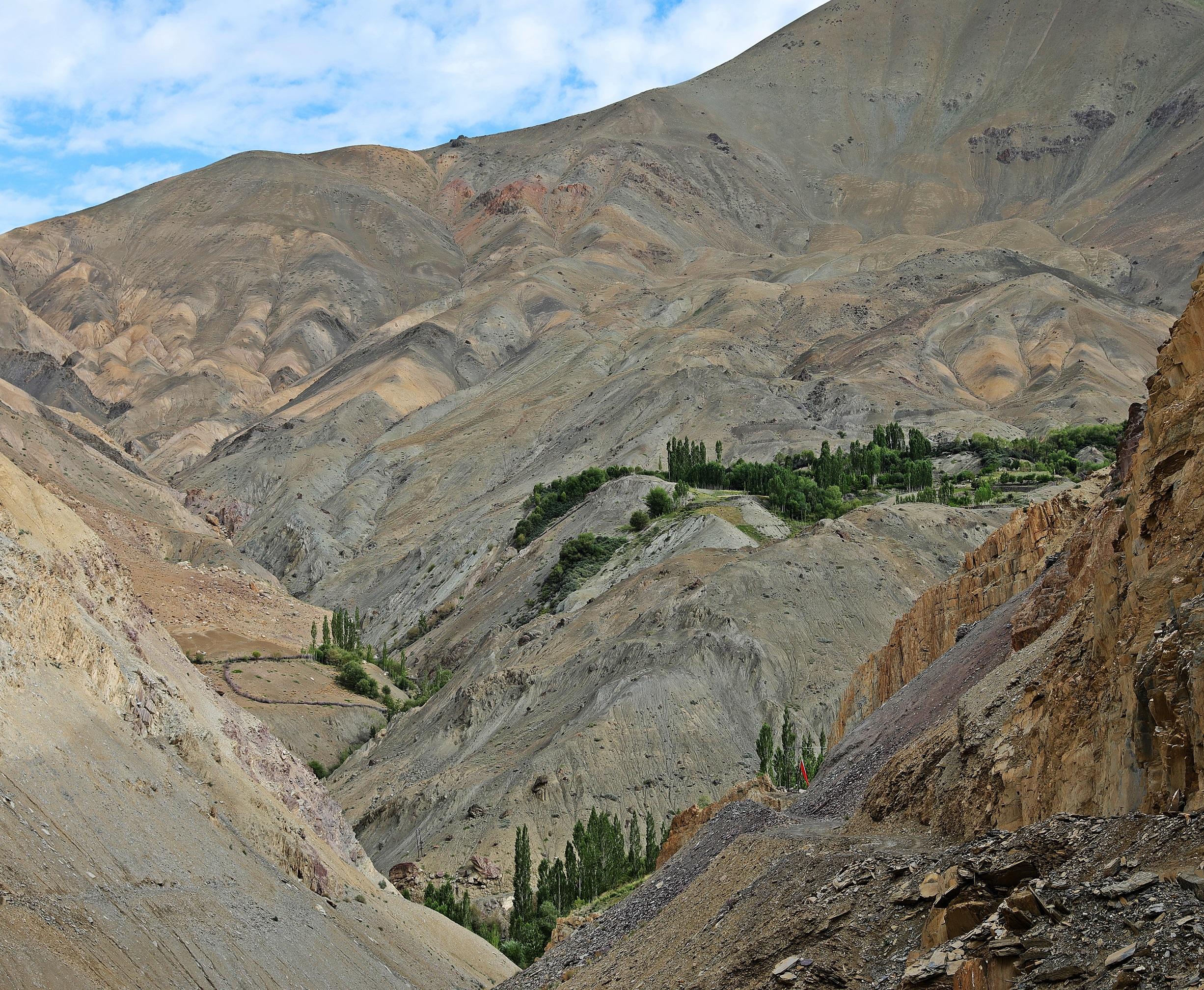 Hinju Valley, Hidden Valleys Trek