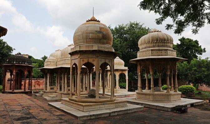 Shahi Samadhan's white marble cenotaphs