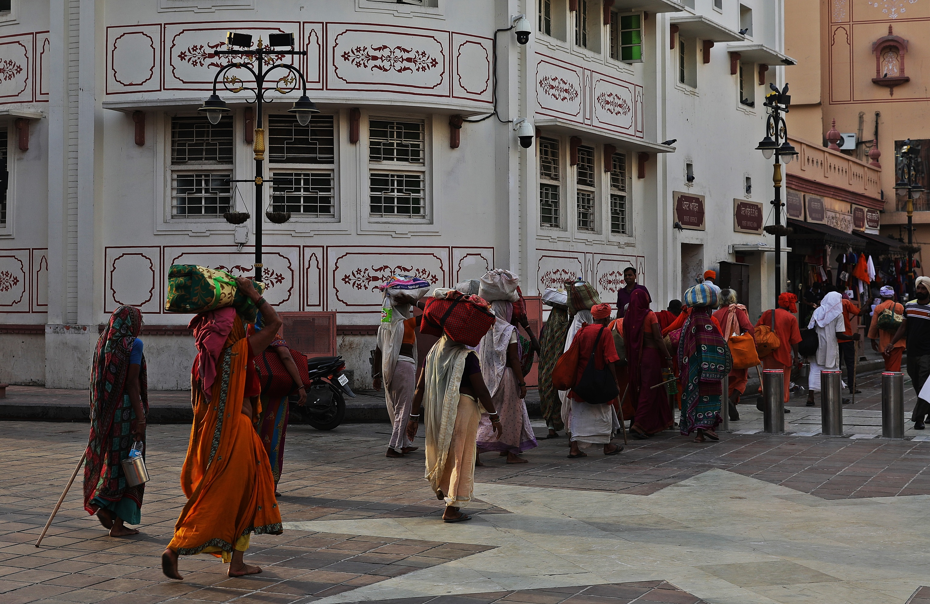 Pilgrims walking along Heritage Street to the Golden Temple