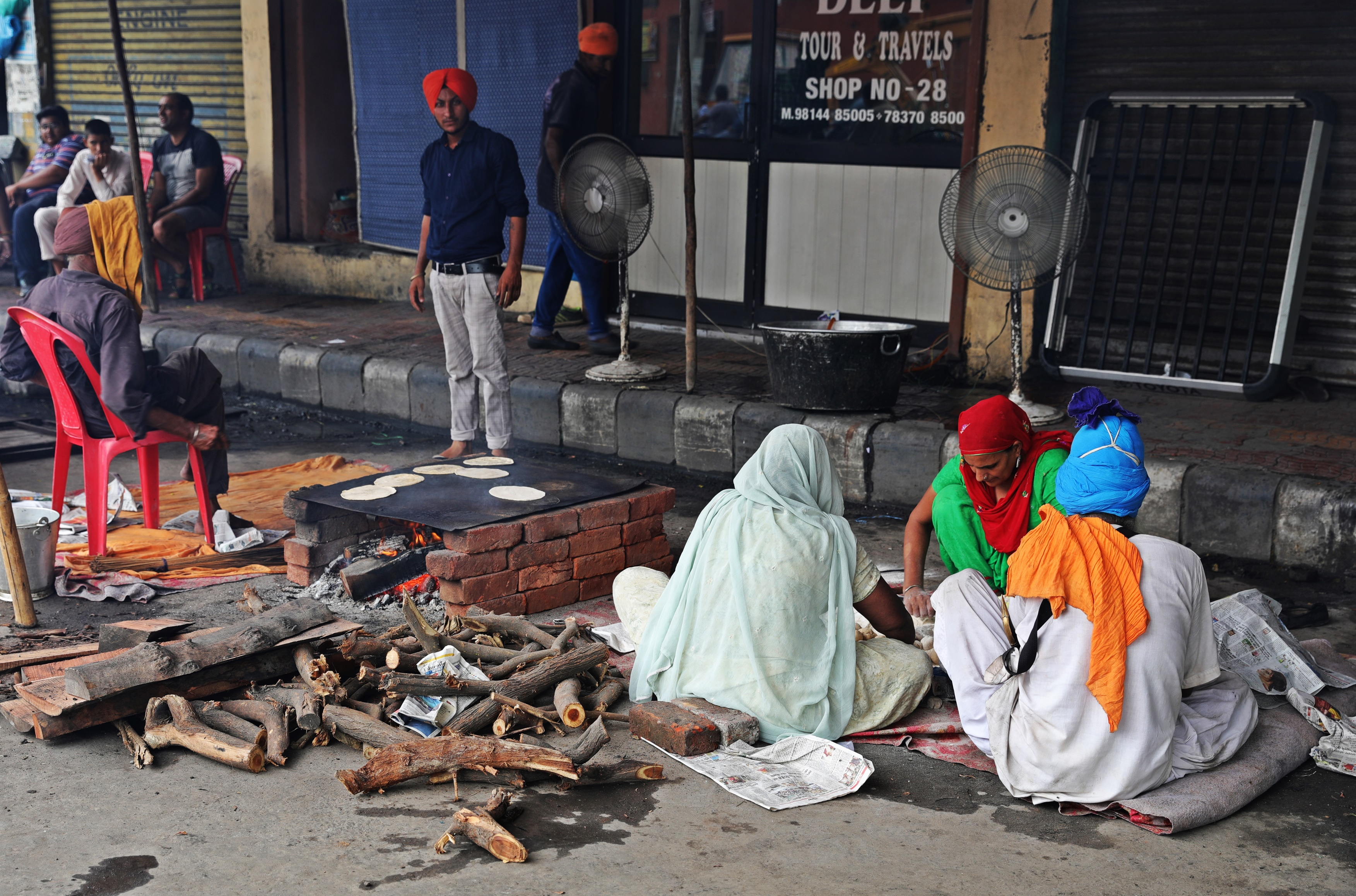 Making chapati on the street in Amritsar