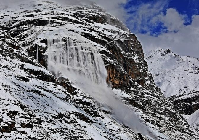 Avalanche seen from Khoksar