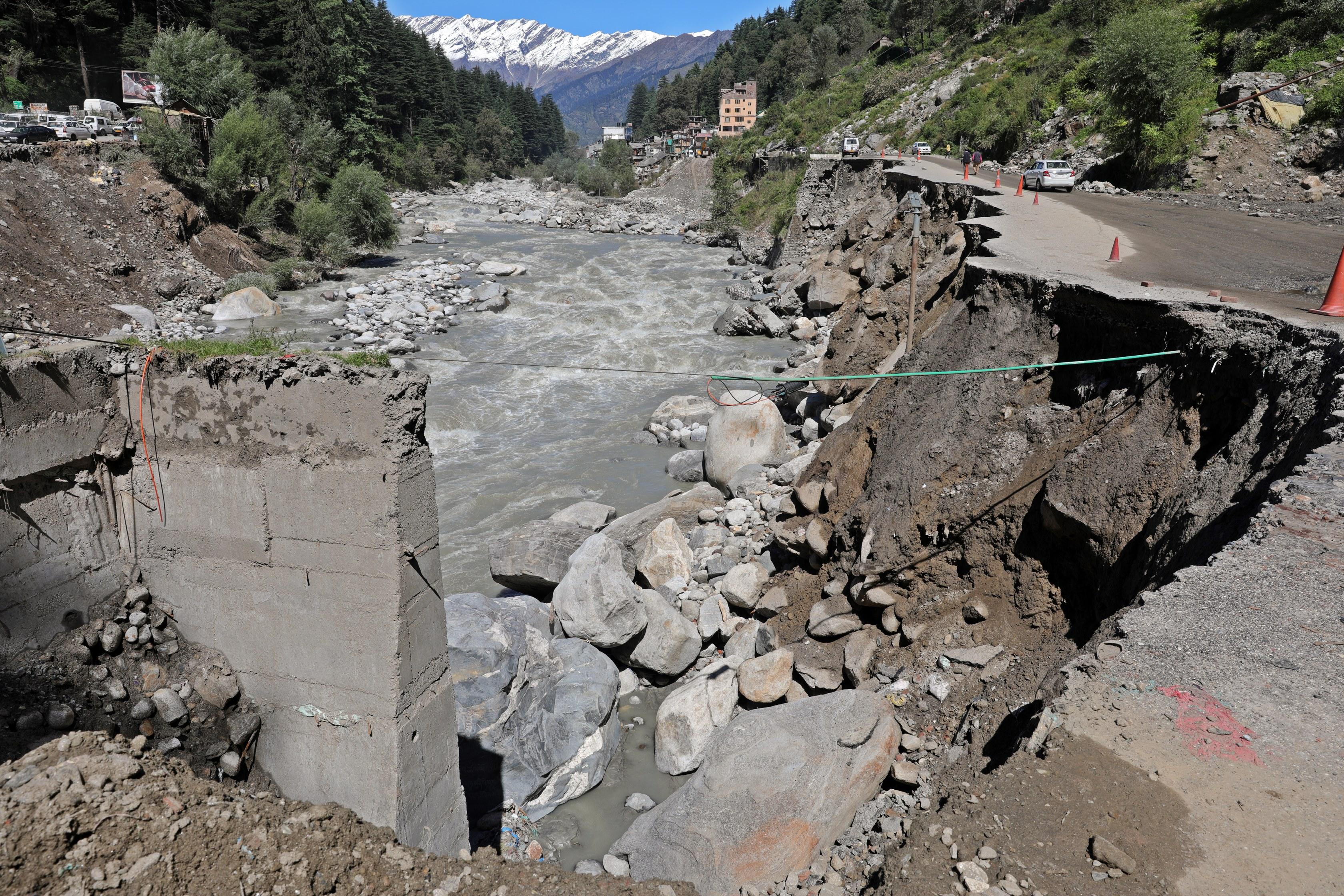 Road and bridge damage, Manali