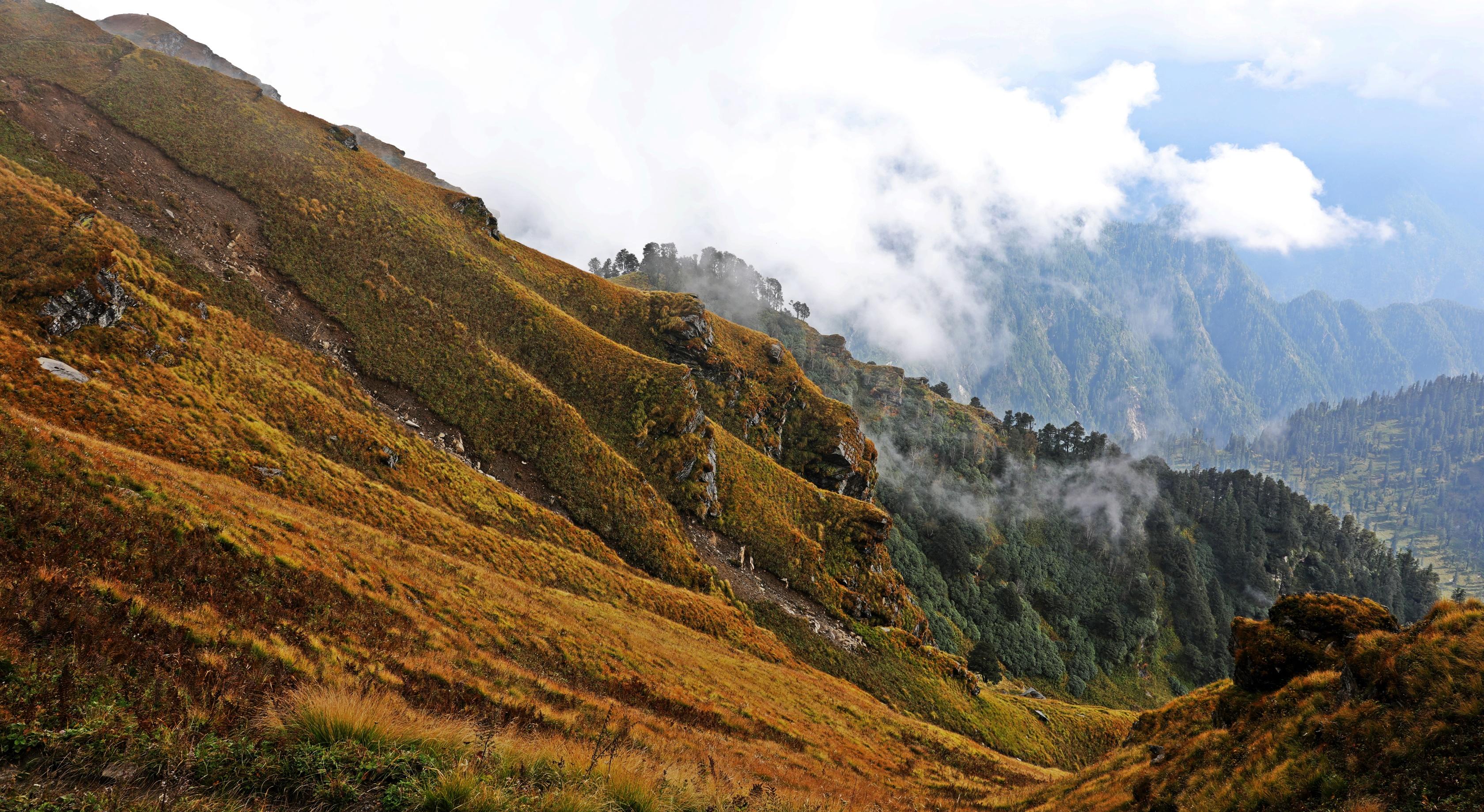 Mountain ridge on the Naggar to Malana Trek