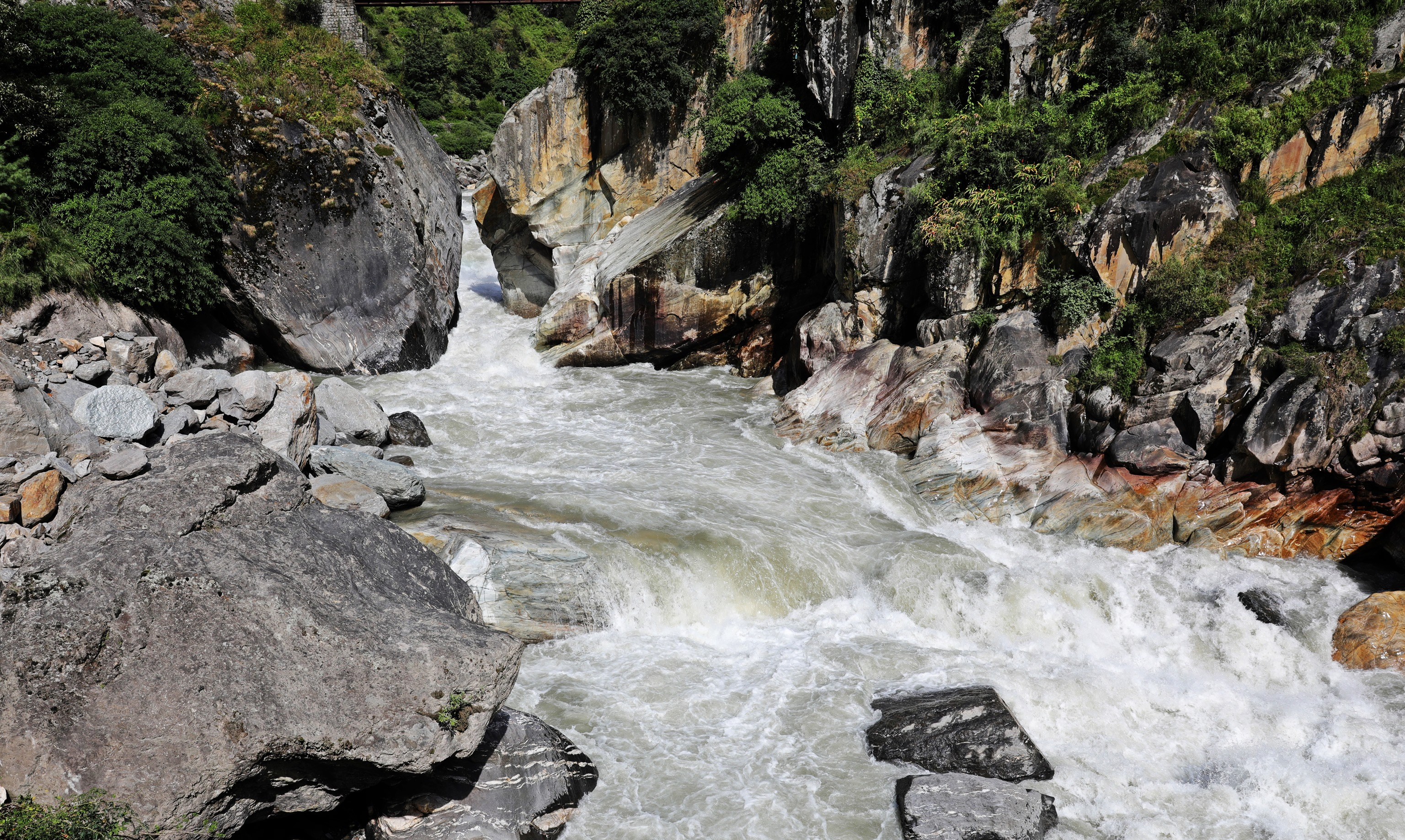 Parvati River with a rocky shore, Manikaran