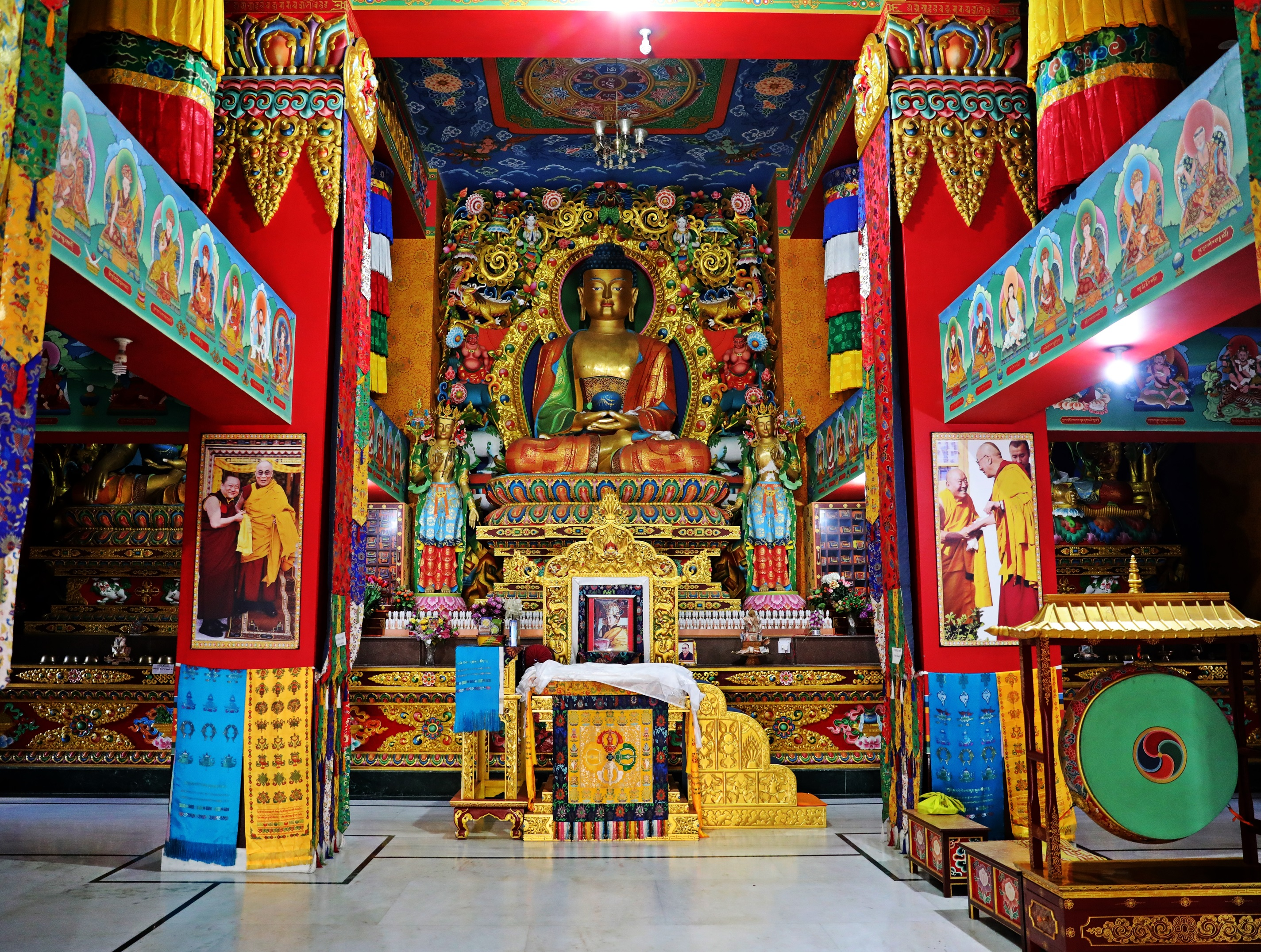 Buddhist Temple at Guru Rinphoce statue, Rewalsar Lake