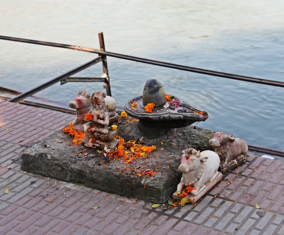 Shiva linga along the Ganges, Haridwar
