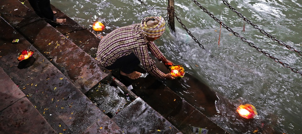 Putting a diya in the Ganges, Haridwar