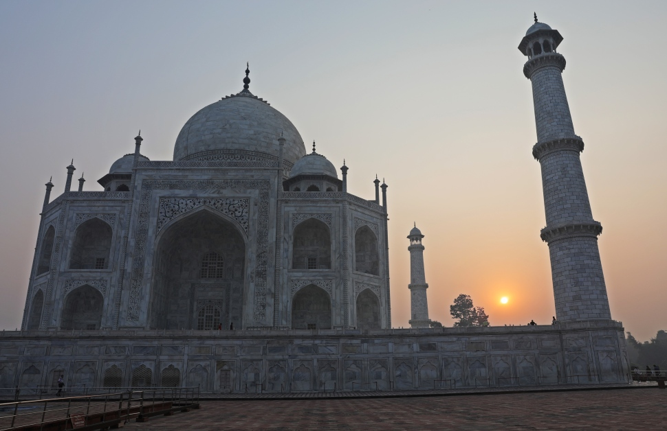 Sunrise beside Taj Mahal