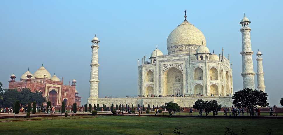 Taj Mahal with mosque