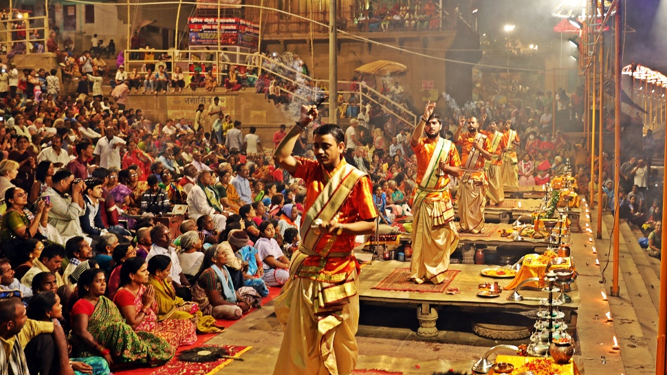 Pundits choreography with incense, Ganga Aarti, Varanasi