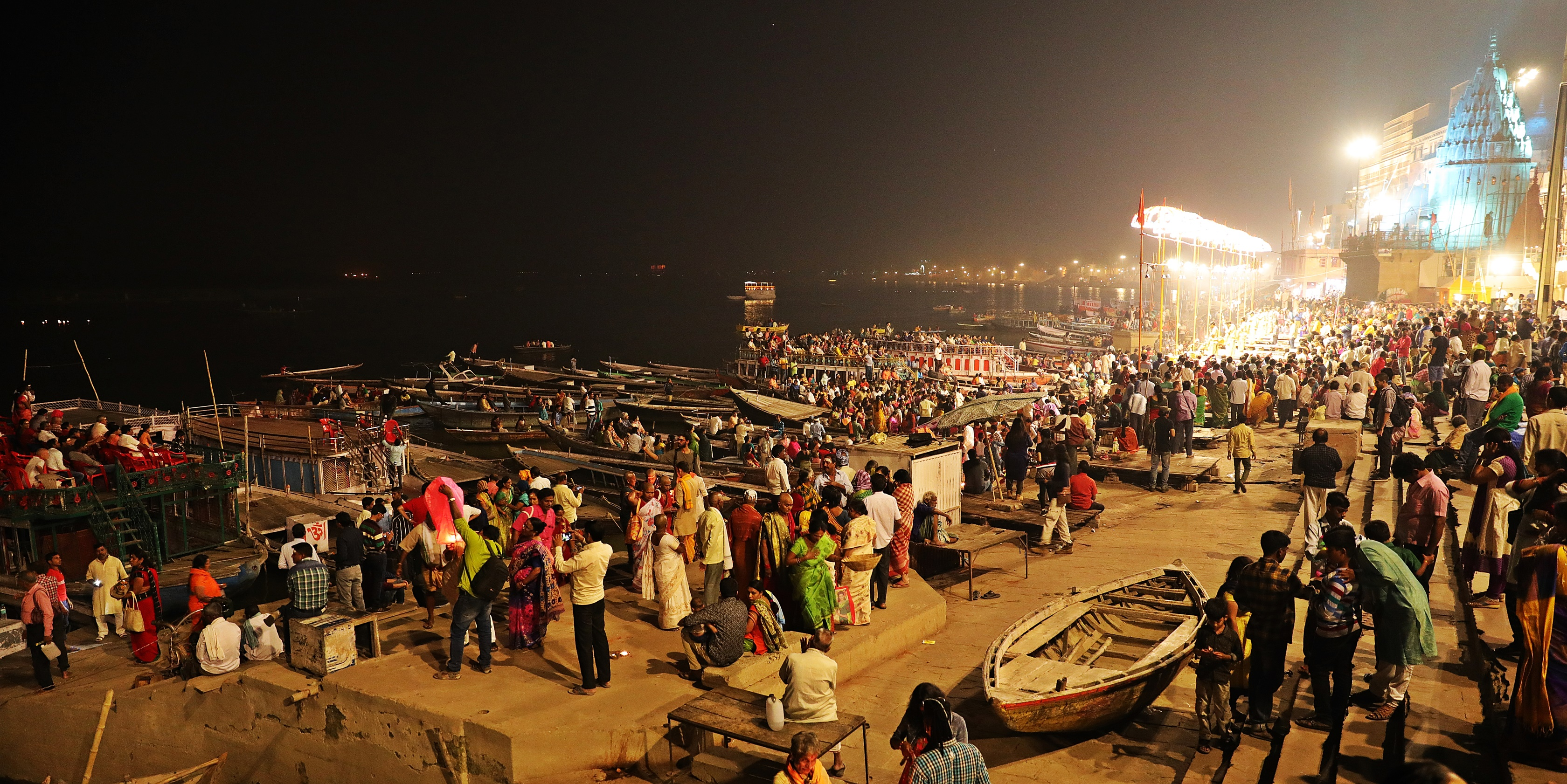 Spectators for Ganga Aarti, Varanasi