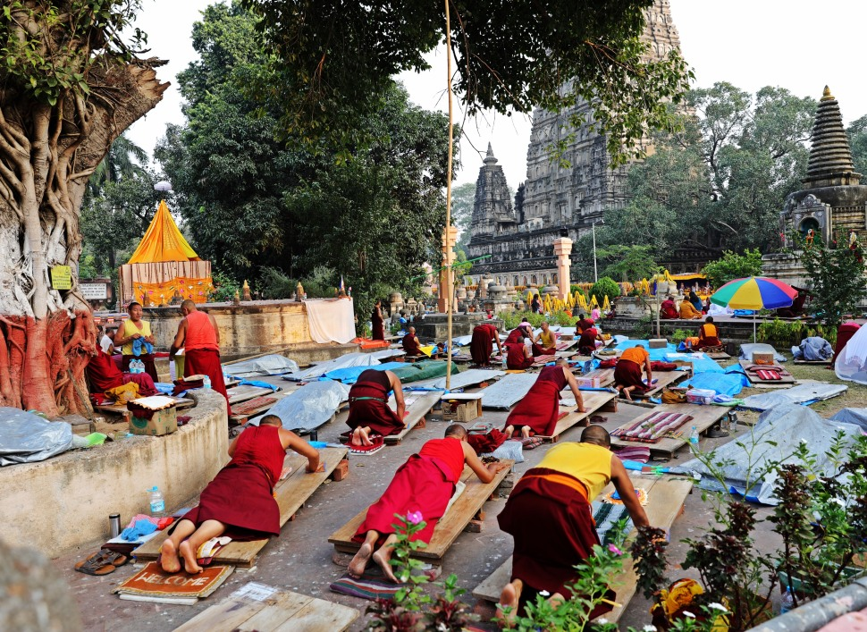 Monks prostrating, Mayabodhi Temple, Bodhgaya