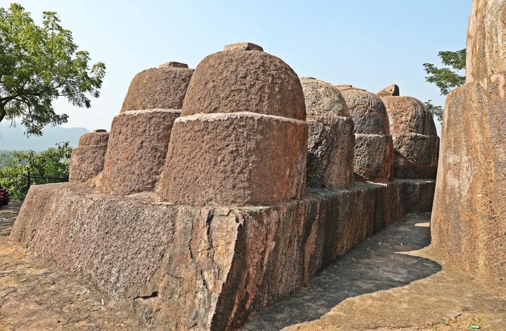 Stone stupas, Lingalakonda