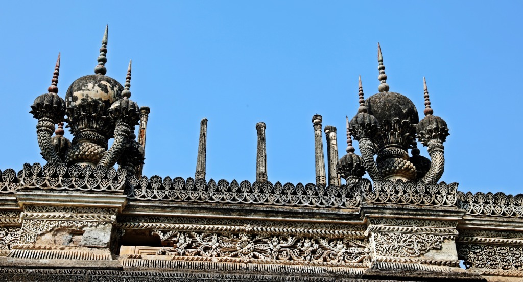 teresting roofs, Paigah Tombs