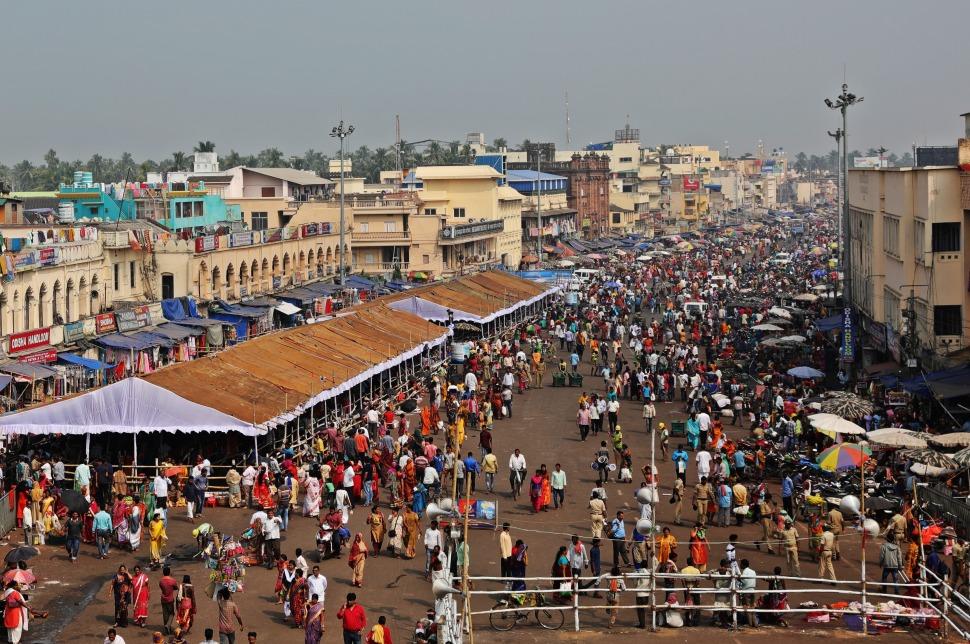 Market and line-up covers beside Jagannath Mandir, Puri