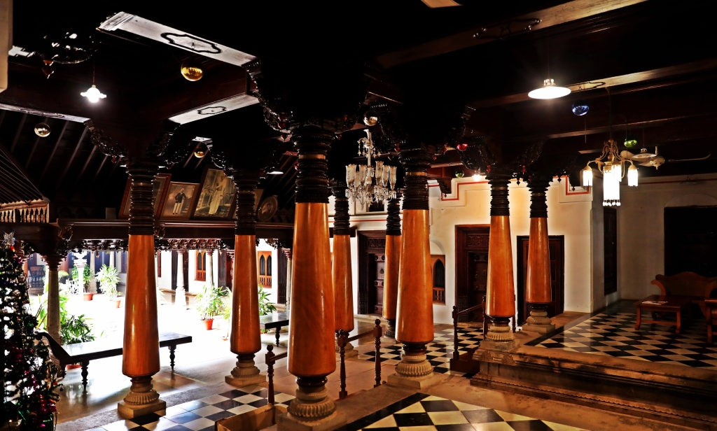 Wooden pillars, Chidambara Vilas, Chettinadu